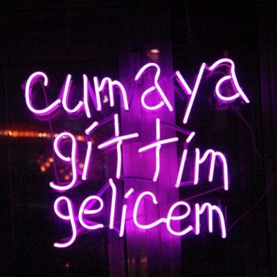 Ardan Özmenoğlu, Cumaya Gittim Gelicem, 2008, Neon ışık, 65x75 cm.