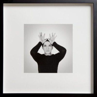 Marina Abramovic, Hand as energy receivers, 2014, Siyah beyaz pigment baskı, 17.8x17.8cm