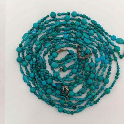 Lara Ögel, Prayer beads, 2015, Prayer beads of turquoise and silver, wooden plinth,Diameter 35 cm. (on the plinth), diameter 330 cm., (prayer beads), 35,5x40x40 (plinth).