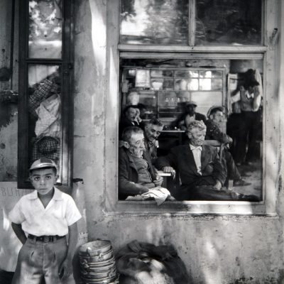 Ara Güler, A coffehouse in Kartal, 1956, 98x90cm.