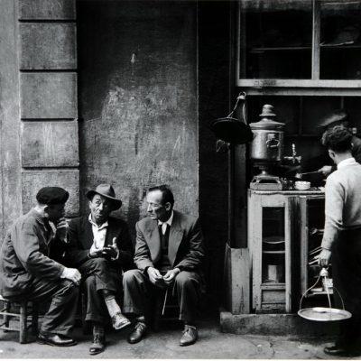 Ara Güler, A corner coffehouse in Hacopulo-Passage in Beyoğlu, 1958, 90x132 cm.