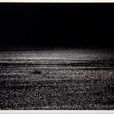Ara Güler, Marmara'da gece ışıltısı, Kabataş, 1975, 44 x 63 cm.