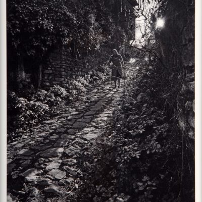 Ara Güler, Kandilli''de eski bir yokuş, 1985, Fotoğraf, 63 x 44 cm.